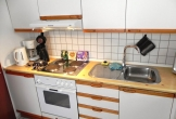 separate Küche mit Geschirrspülmaschine,