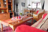 Wohnzimmer mit Sitz-Schlafcouch + Sesseln