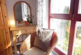Schlafzimmer mit Sessel
