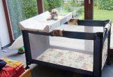 Kinderbett mit Wickeltisch