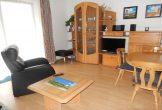 Wohnraum mit TV und Esstisch