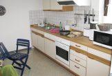 komplett eingerichtete separate Küche . . .