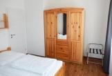 Zweites Schlafzimmer mit Kleiderschrank