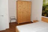 Großer Kleiderschrank im Schlafzimmer