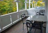 Balkon Tisch und Stühlen