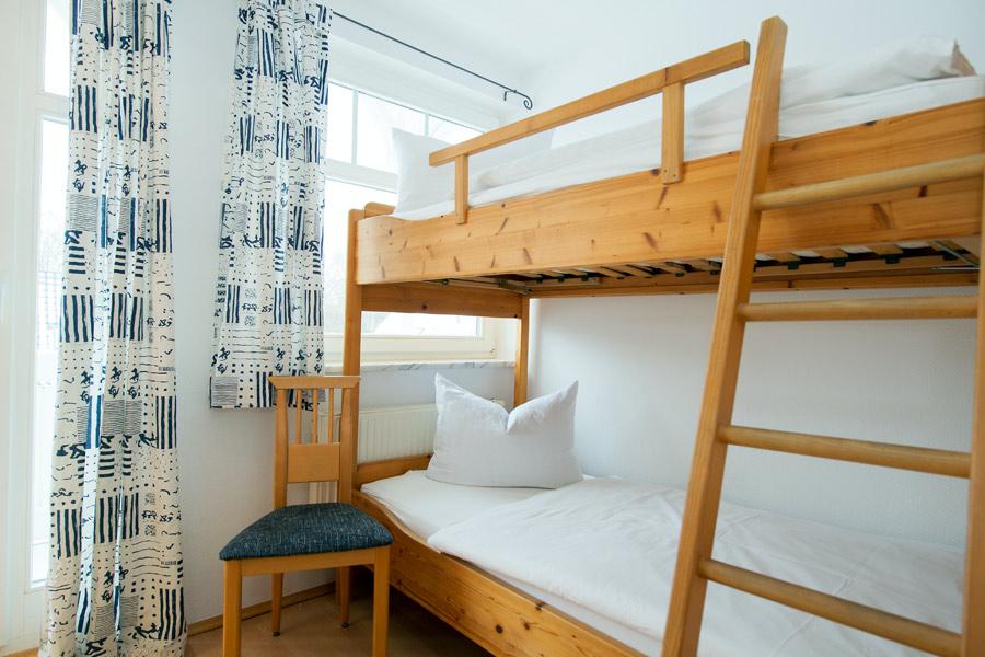 strandresidenz juliusruh ferienwohnung 18 mit 2 schlafzimmern. Black Bedroom Furniture Sets. Home Design Ideas