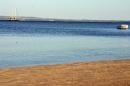 Strand - im Hintergrund ein Segelschiff