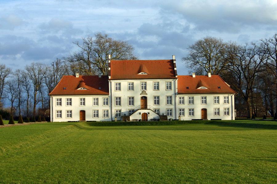 Guts- und Herrenhaus