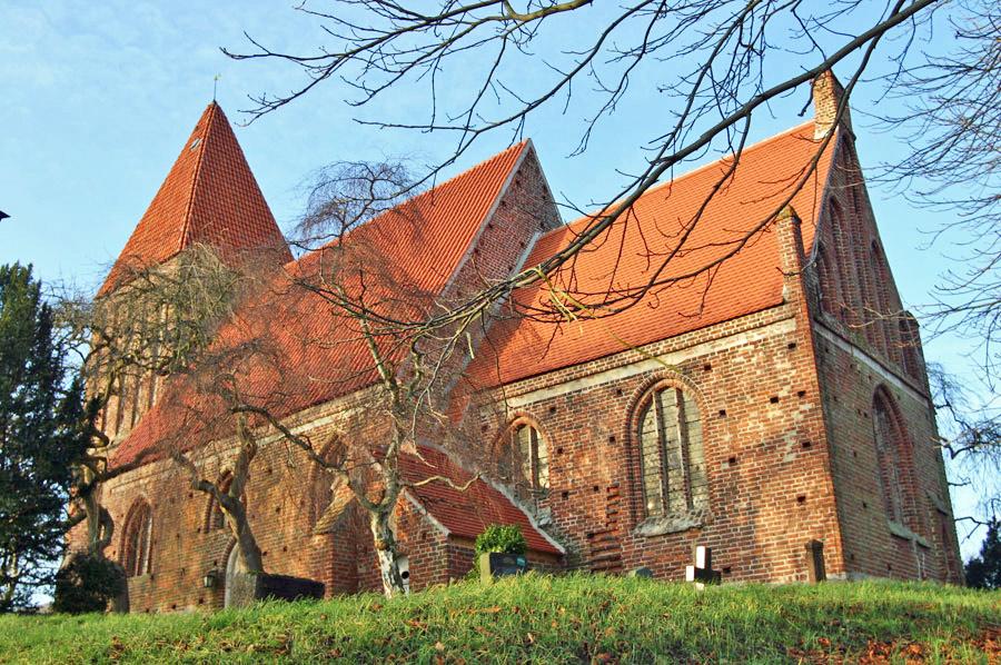 ev. Kirche St. Andreas in Lancken-Granitz im Jahr 2005