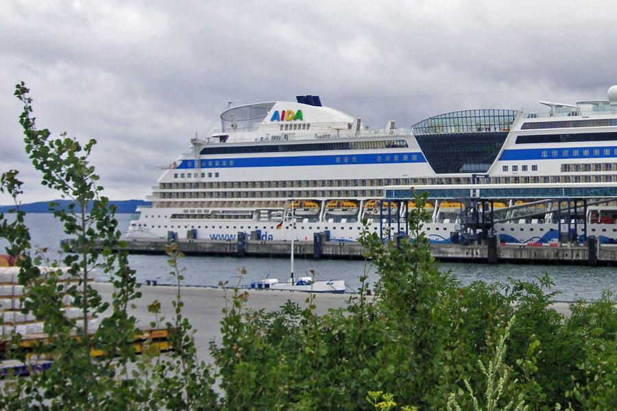 Aida im Hafen von Neu Mukran