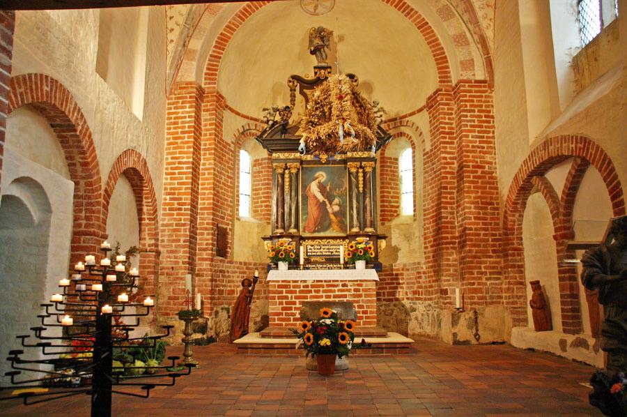 Altar der Pfarrkirche Altenkirchen im Jahr 2005