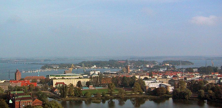 Insel Dänholm im Hintergrund