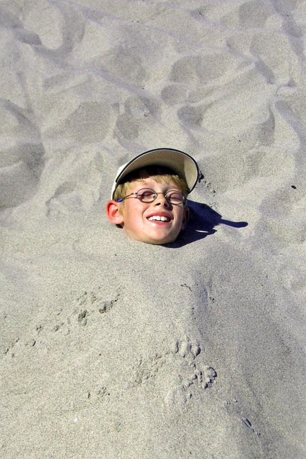 Kind im Sand