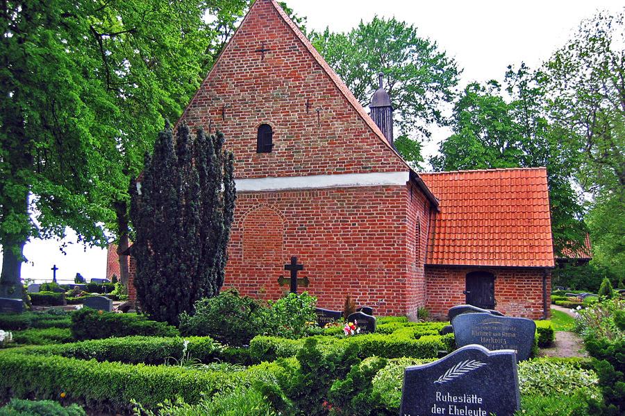 Friedhof St. Marien Kirche Waase 2005
