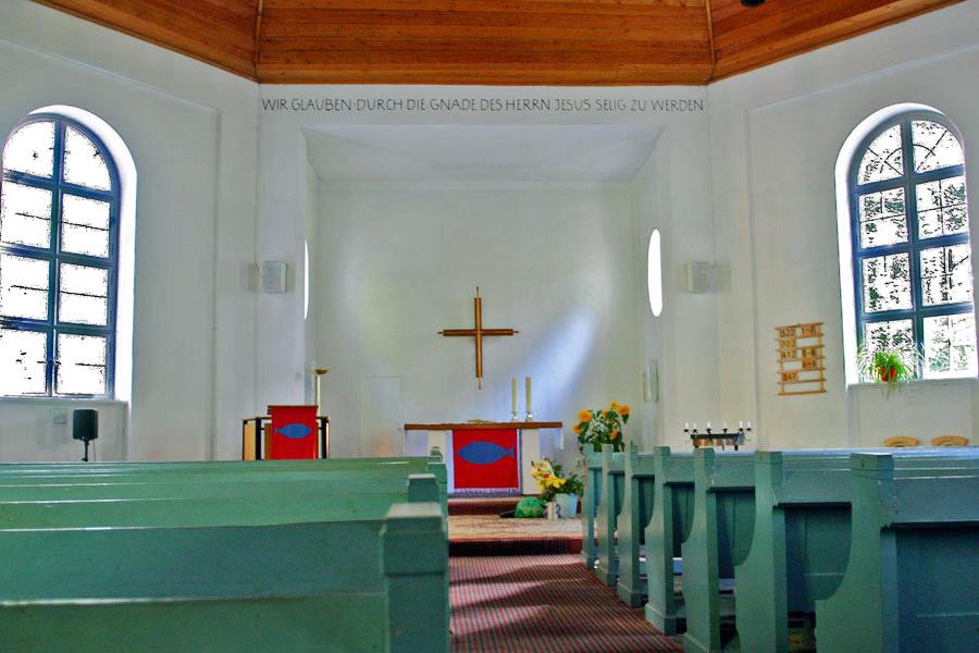 Innenraum der Gnadenkirche Sellin im Jahr 2005