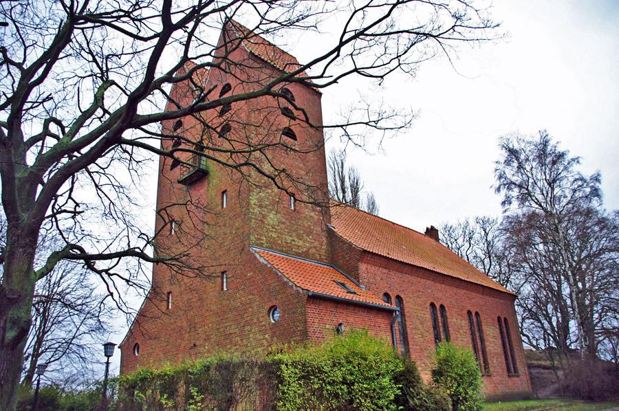 Evangelische Kirche Göhren im Jahr 2005