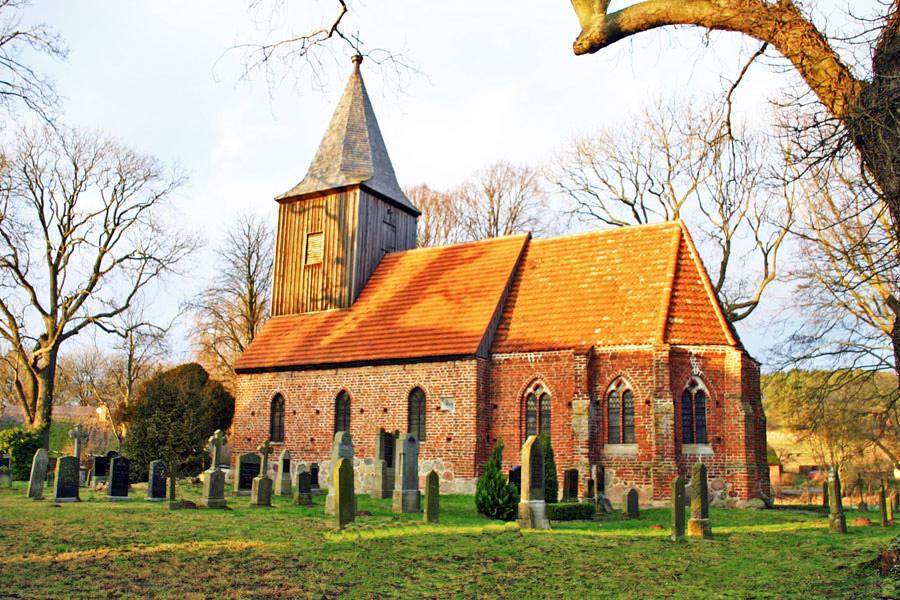 Ev. Kirche Groß Zicker im Jahr 2005