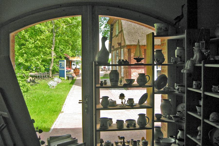 Keramikladen bei der St. Marien Kirche Waase 2005