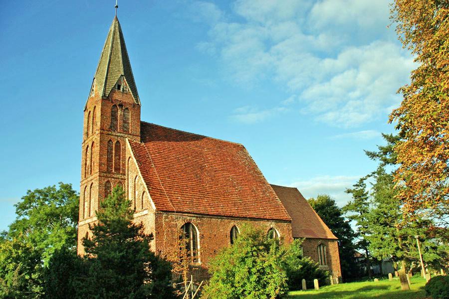 St. Johannes Kirche Zirkow im Jahr 2005