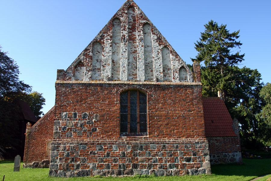 Rückseite St. Andreas Kirche Rappin im Jahr 2005