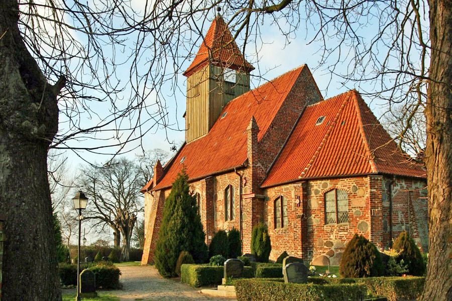 St. Katharina Kirche Middelhagen im Jahr 2005