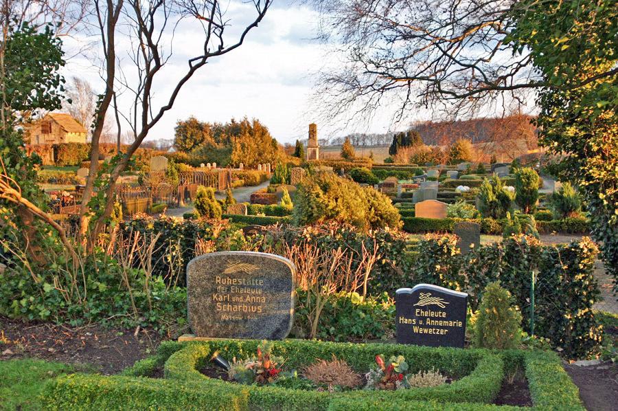 Friedhof Kirche Maria-Magdelena Neuenkirchen im Jahr 2005