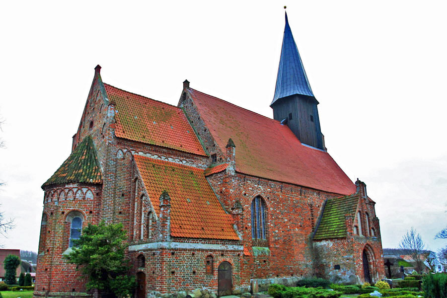 St. Johannes Kirche Schaprode im Jahr 2005
