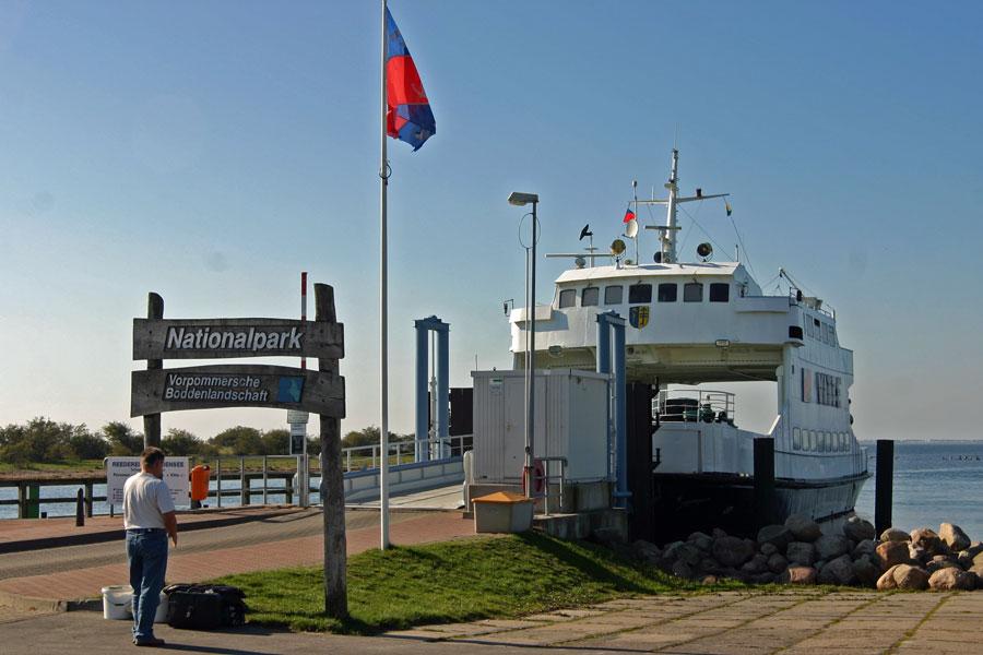 Fähre im Hafen Schaprode