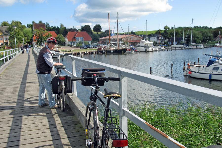 Brücke im Hafen von Seedorf