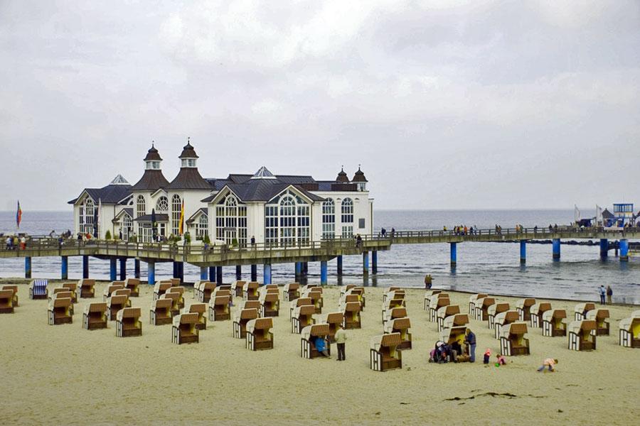 Selliner Seebrücke Strand Strandkörbe