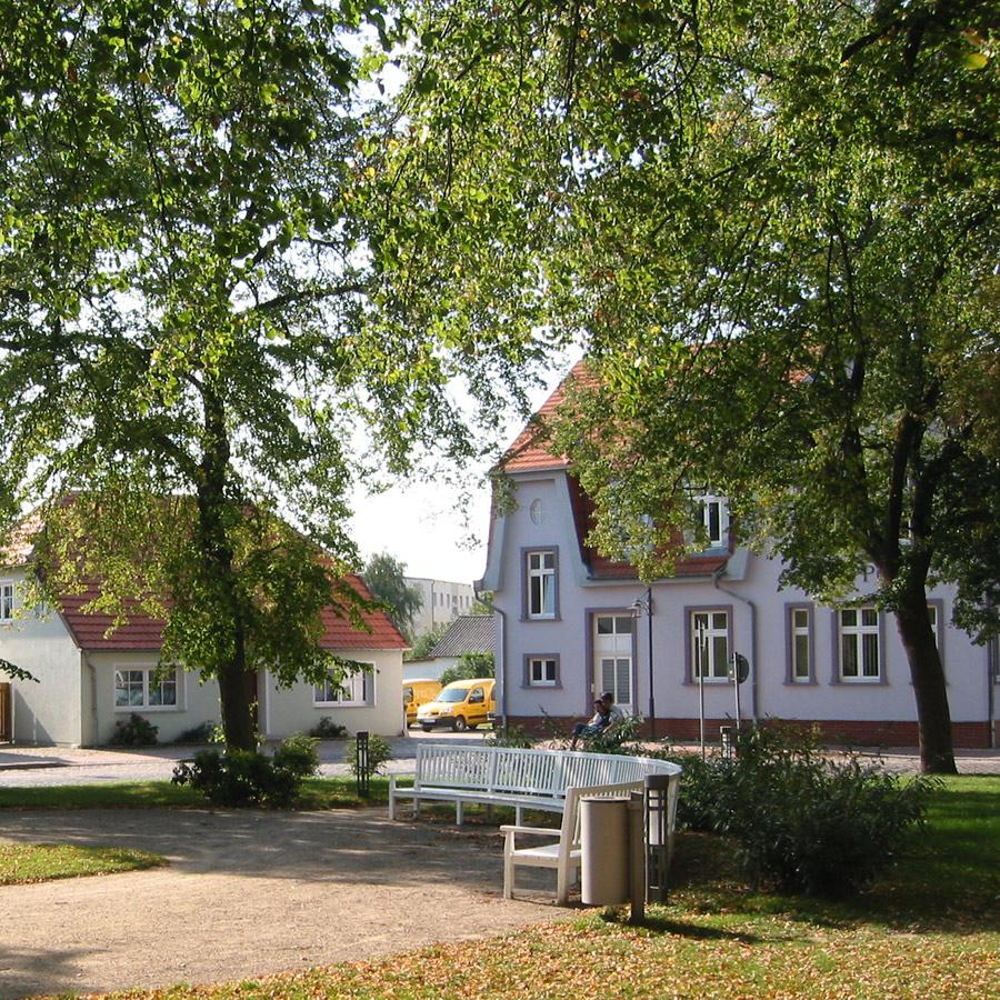 Marktplatz und Kirche in Gingst