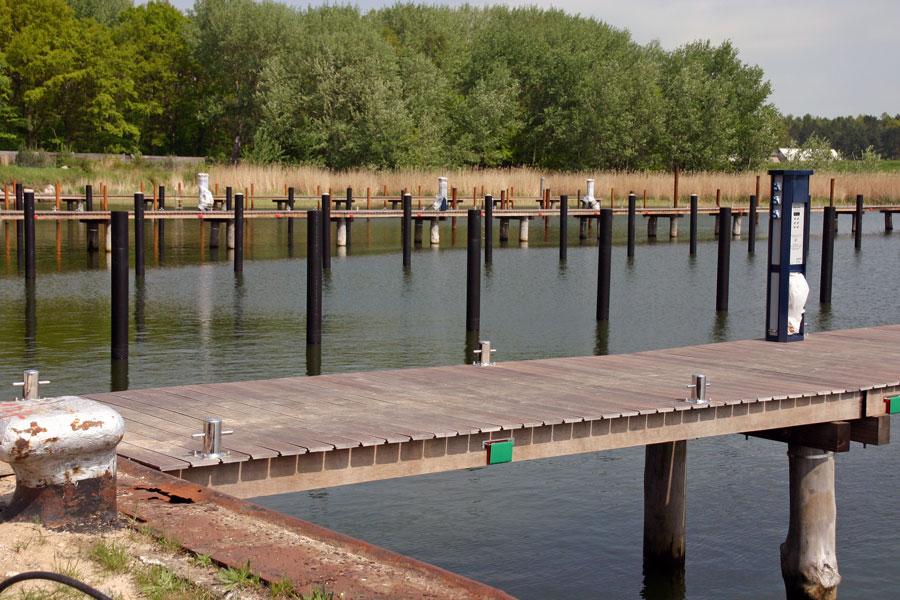 Anlegesteg am Naturhafen Gustow