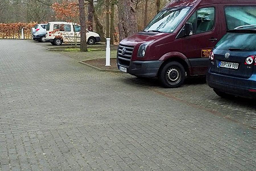 Parkplatz auf dem Gelände der Ferienanlage