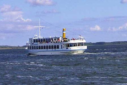 Schiff bei Hiddensee