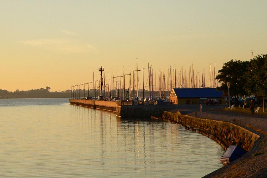 Sonnenuntergang im Hafen Altefähr