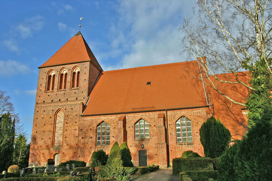 St. Petrikirche Garz im Jahr 2005