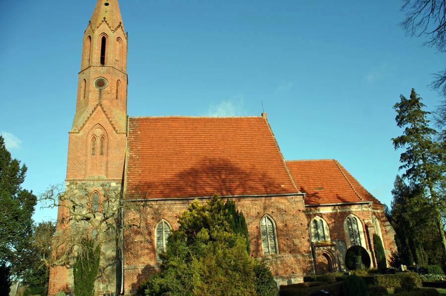 St. Jacobikirche Kasnevitz im Jahr 2005