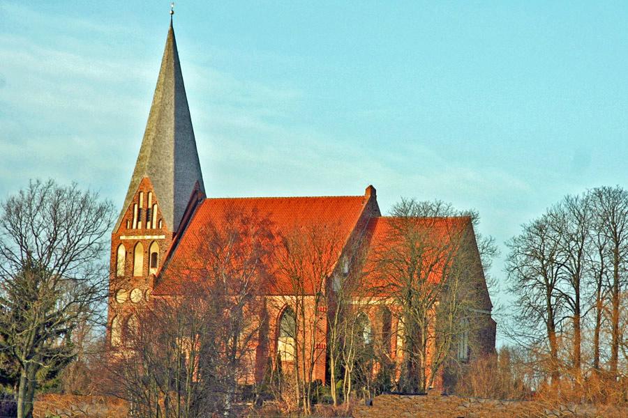 St. Marienkirche Poseritz im Jahr 2005