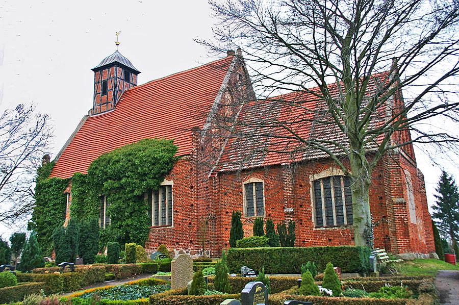 Dorfkirche Samtens im Jahr 2005