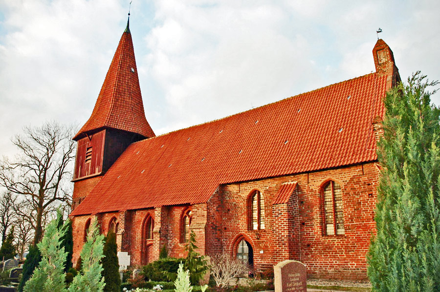 St. Nicolaikirche Altefähr im Jahr 2005