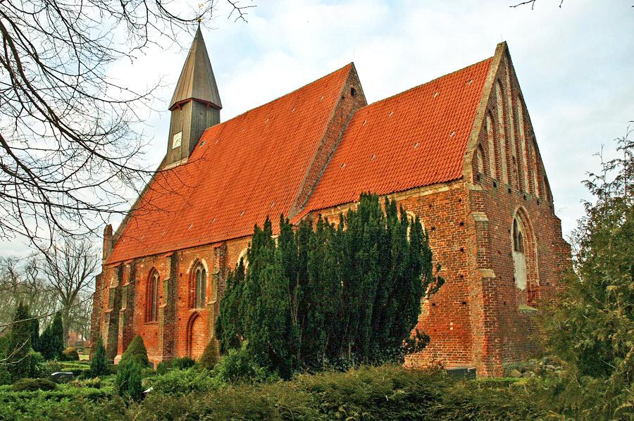 St. Johanneskirche Rambin im Jahr 2005